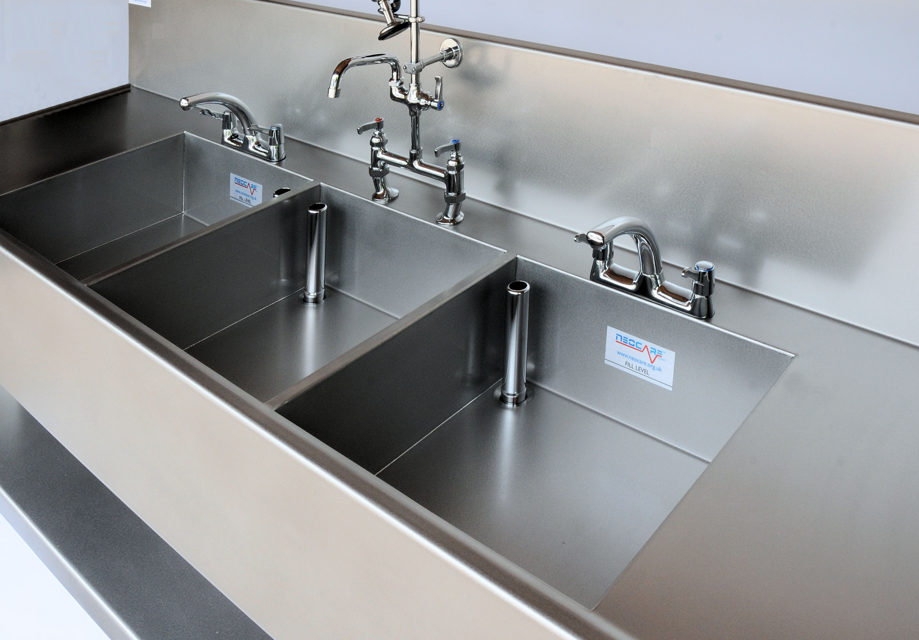 manual decontamination sinks for sterile services | neocare