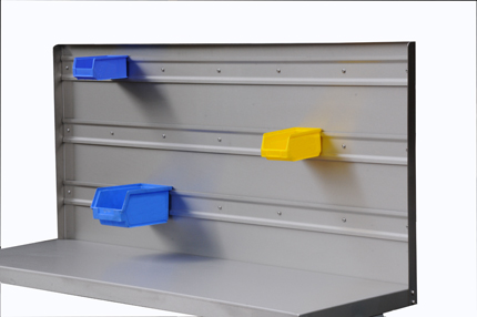 Packing table supporting various size storage bins