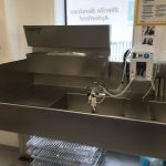 Sink-attached 8-bay organiser for brushes,gloves etc.